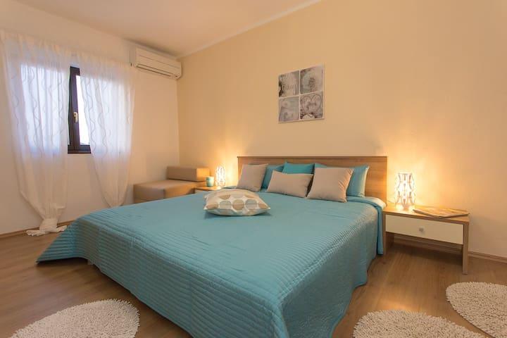 Apartment Adrijana 4+2, N.1 - Zidarići - Appartamento