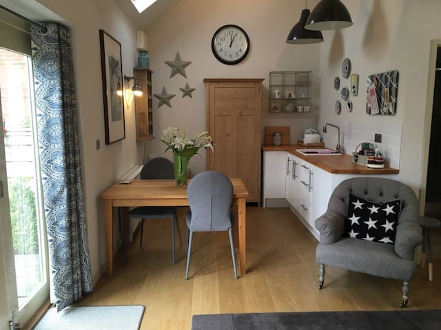 Spacious 1 bed barn conversion in pretty village - Waltham on the Wolds - Pension