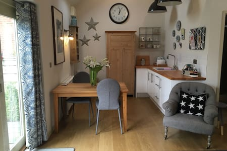 Spacious 1 bed barn conversion in pretty village - Waltham on the Wolds - Guesthouse