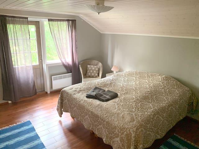 """Yläkerran """"master bedroom"""""""