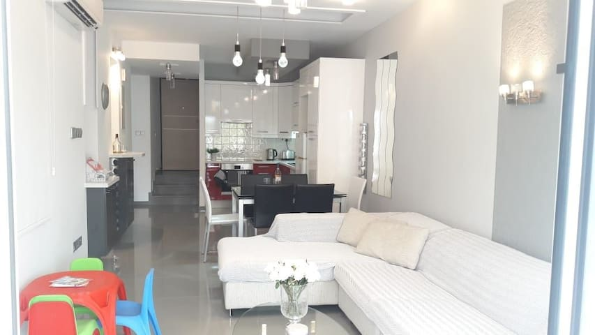 Contemporary 2 bedroom apartment by the Mall