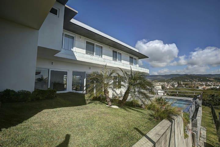 Casa  SPA com piscina de borda infinita e jacuzzi
