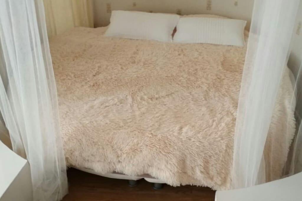 балдахины вокруг кровати