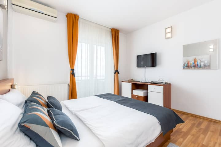 Deluxe double room with balcony and sea view 104