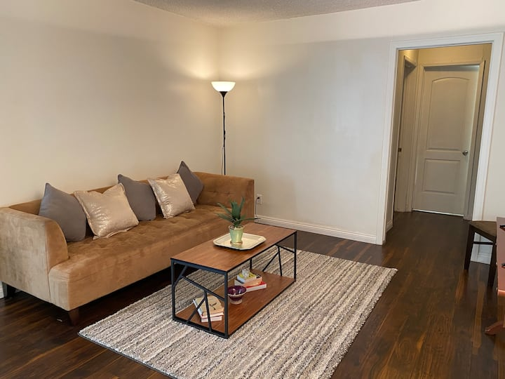 SPECIAL REDUCED PRICE! PRIVATE West LA Apartment!