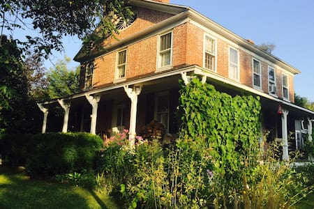 Charming Antique with Large Pond - New Hartford - House - 1