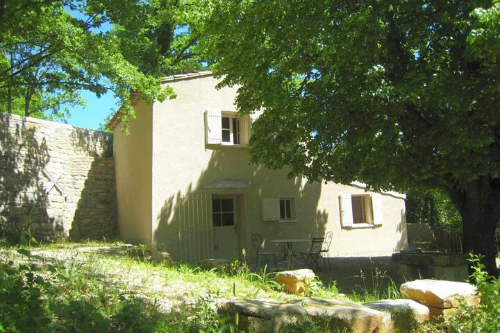Chalet cosy et paisible à Saint-Martin-de-Castillon