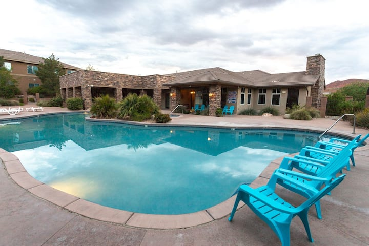 Pools are open! - Sunset Villa - Steps from the Pools and Courts - Sleeps 12