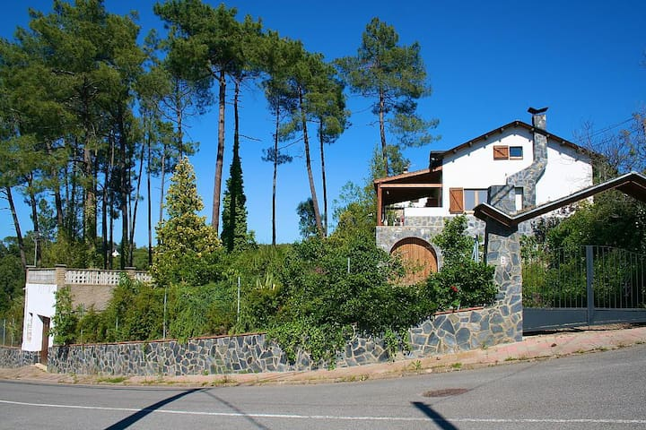 Relax close to mountain & sea in a spacious house - Canadà Parc - Talo