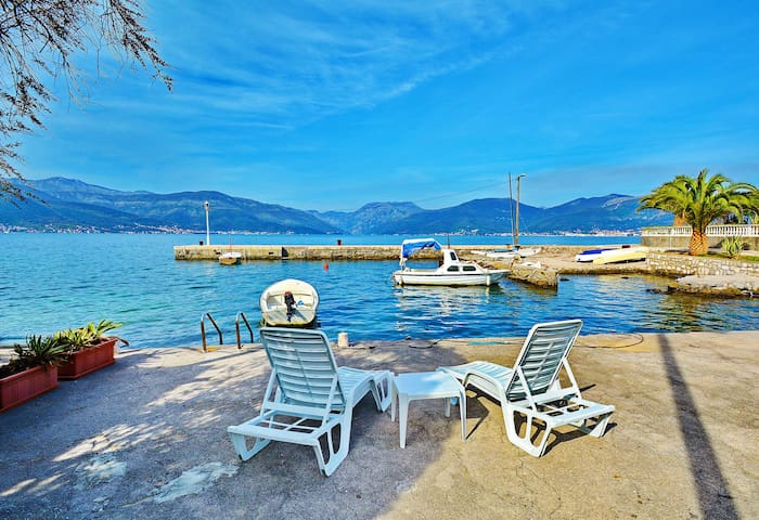 KJARA - Family Studio with Sea View - Tivat - Apartemen