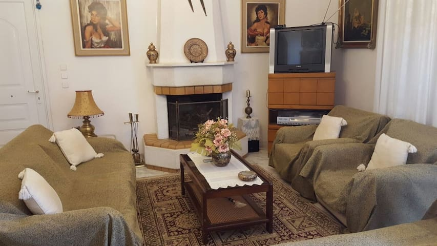 Traditional house with big garden near airport - Porto Rafti - Huis