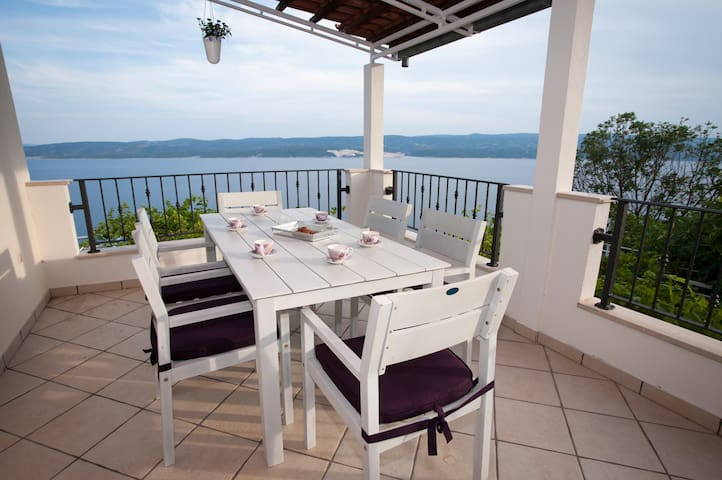 Beautiful  3-Bed Apt. with Sea View - Lokva Rogoznica - Leilighet