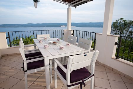 Beautiful  3-Bed Apt. with Sea View - Lokva Rogoznica