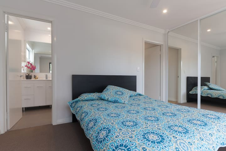"""The Willows""Beautiful getaway for2 - Willetton - Leilighet"
