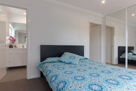 """The Willows""Beautiful getaway for2 - Willetton - Apartmen"