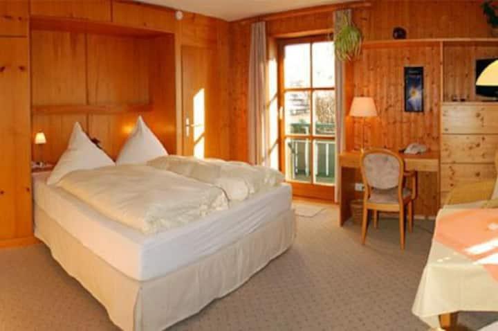 Doppelzimmer Komfort mit Balkon im Landhausstil