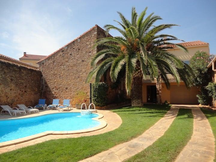 Spacious villa with pool, garden and mountain view