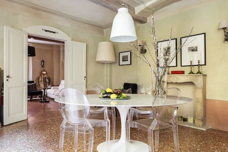 Elegant home in central Bologna