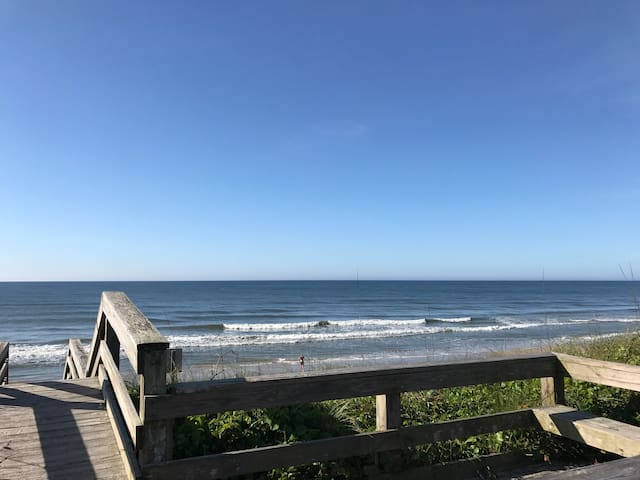 Cozy 2 bd Duplex-C with  Direct Access to Beach