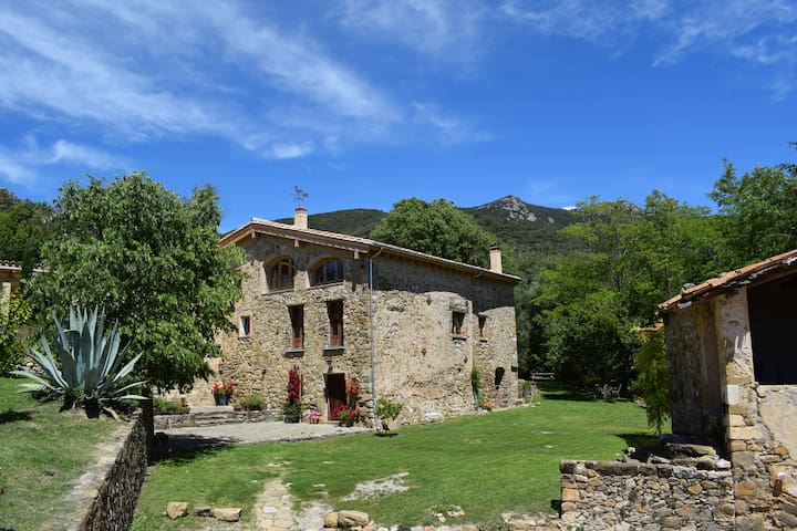 Beautiful stone farmhouse ideal for 2 to 9 guests