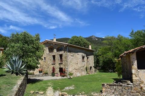 """ Can Pedragós"", Beautiful stone farmhouse ."