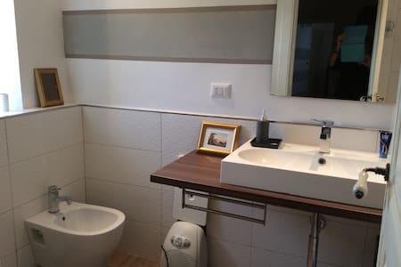Graziosa camera in casa d'epoca con cucina tipica - Novi Velia
