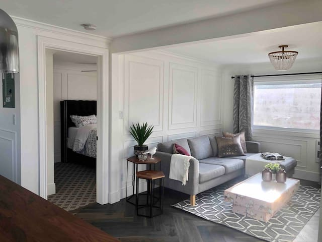 Stylish 1 bd close to Downtown & Victoria Hospital