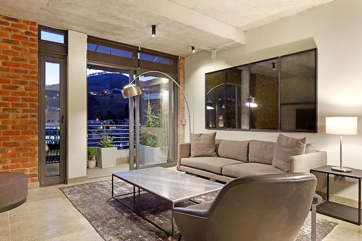 Stylish Apartment with Stunning Views