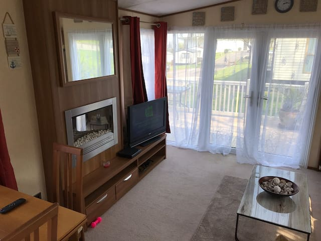modern 6 berth caravan, please read description