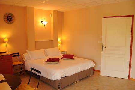 Studio confortable pour 4 personnes - La Chapelle-aux-Brocs - Bed & Breakfast