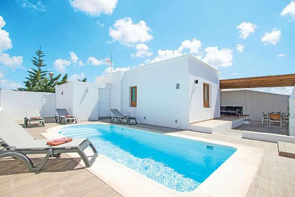 Whitehouseii marina rubicon private pool villas for for Villas rubicon lanzarote