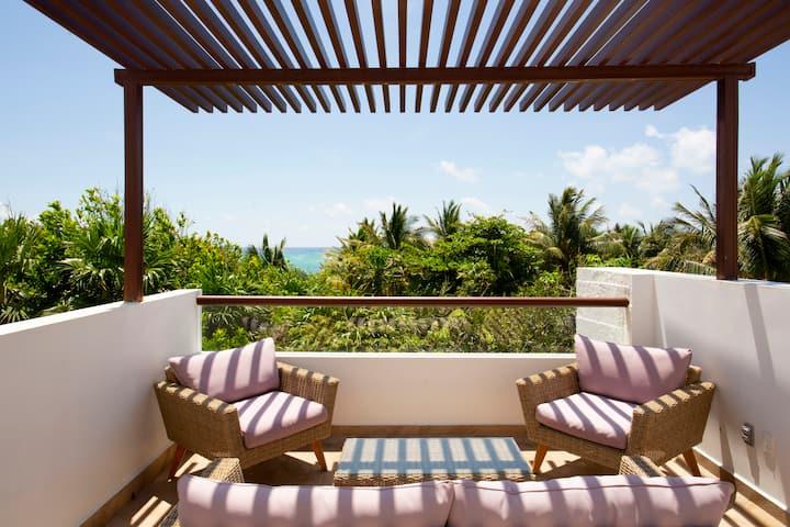 Luxurious ocean view villa by the beach