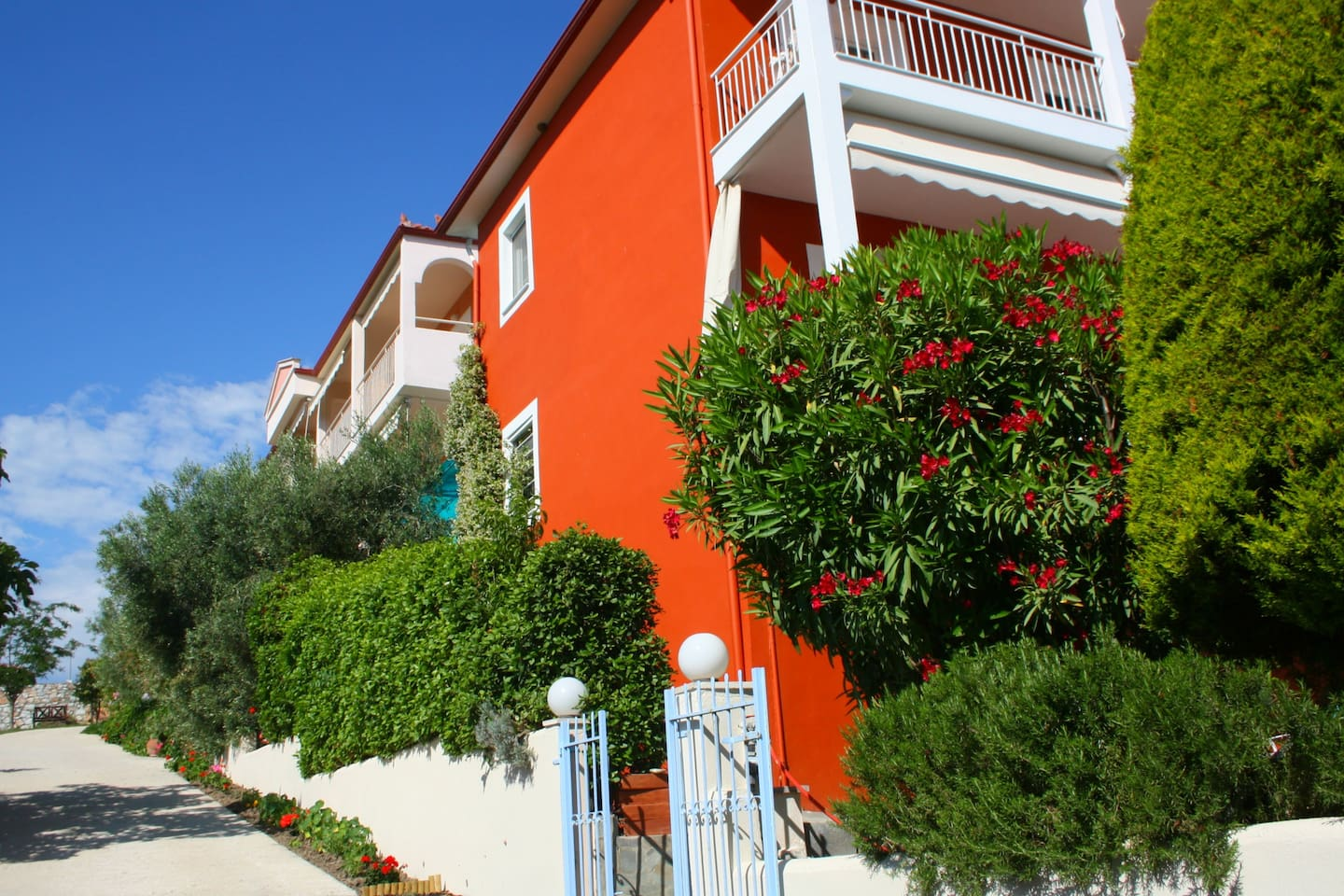 Summer House studios & apartments - Aparthotels for Rent in Νικήτη ...