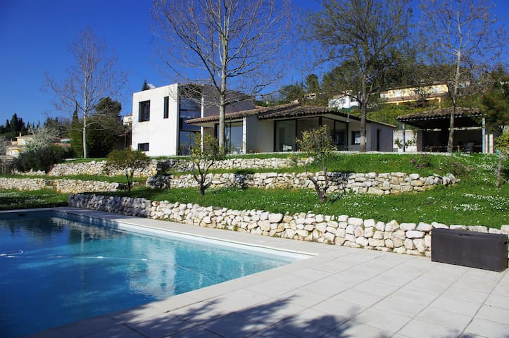 Maison Blanche Quiet Villa large swimming pool