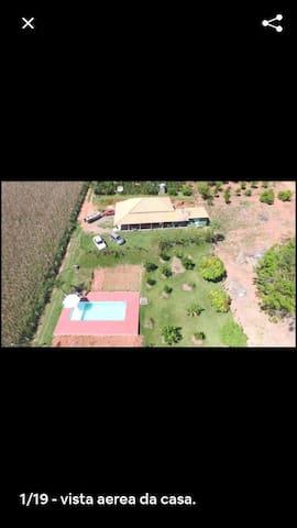 Casa na repreza com piscinas para 12 pesoas areado