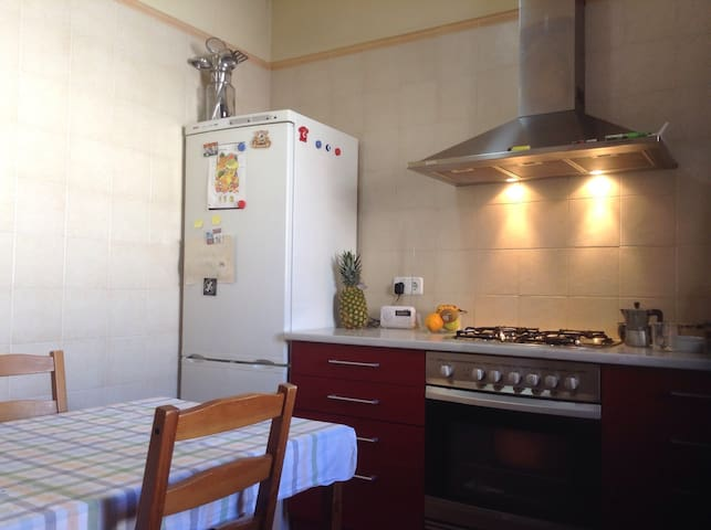 Room 20m2 in cute SUPER centric apartment - Mataró - Appartement