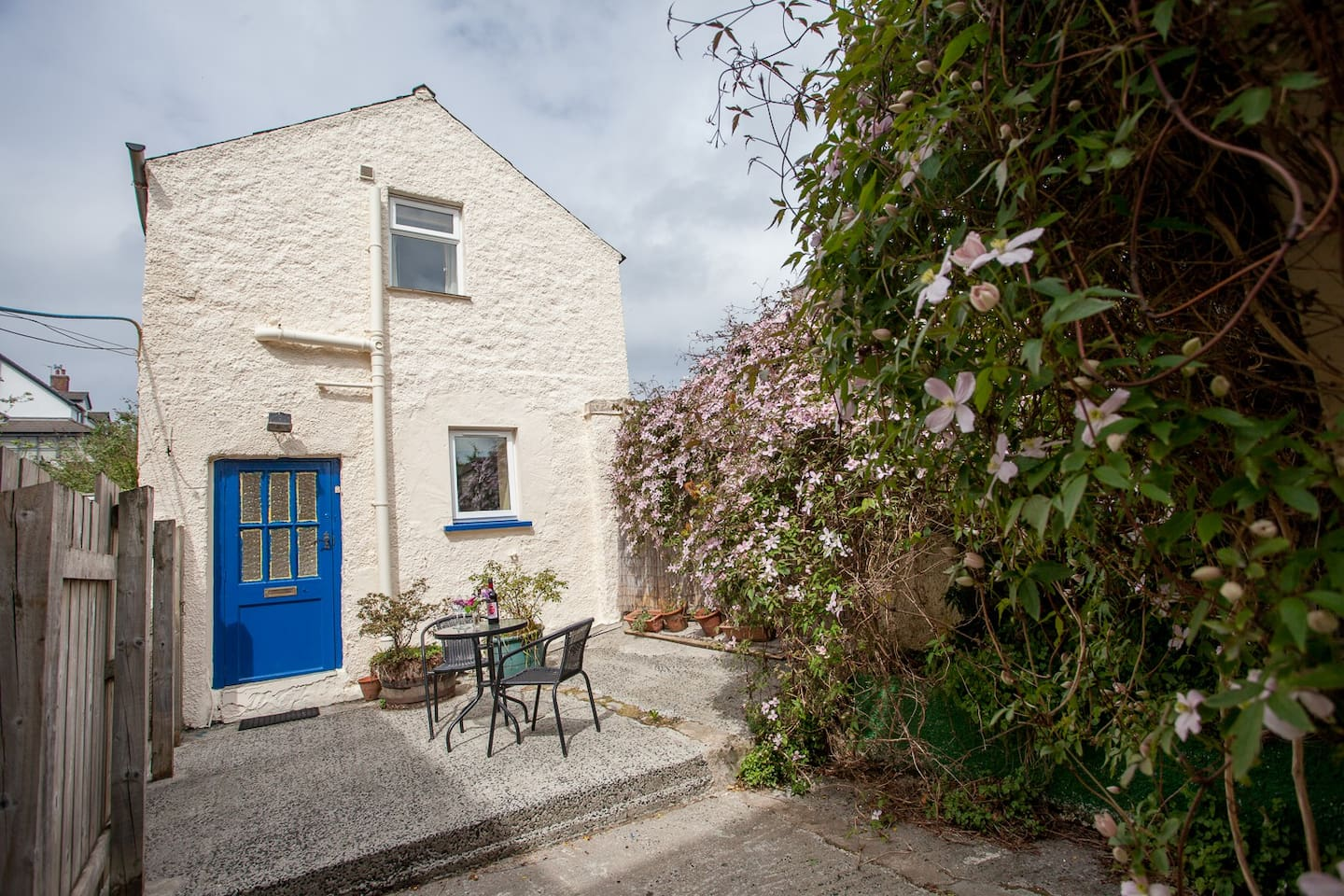 Garden cottage.  Cosy seaside accommodation, ideal for couples.
