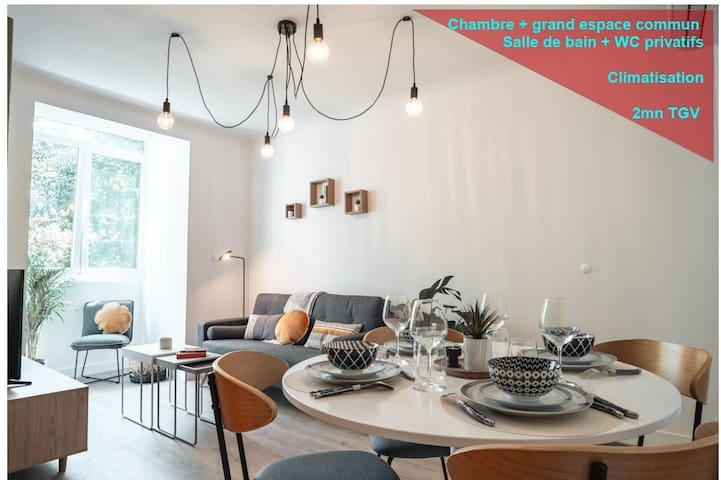 Chambre meublée haut de gamme-SDB (WC) privée
