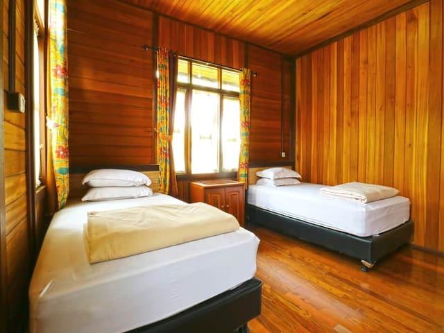 Superb Deluxe 4 Bedroom @ Villa Gardenia Bandung