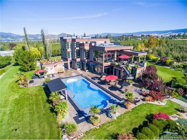 Kelowna Luxury Mansion
