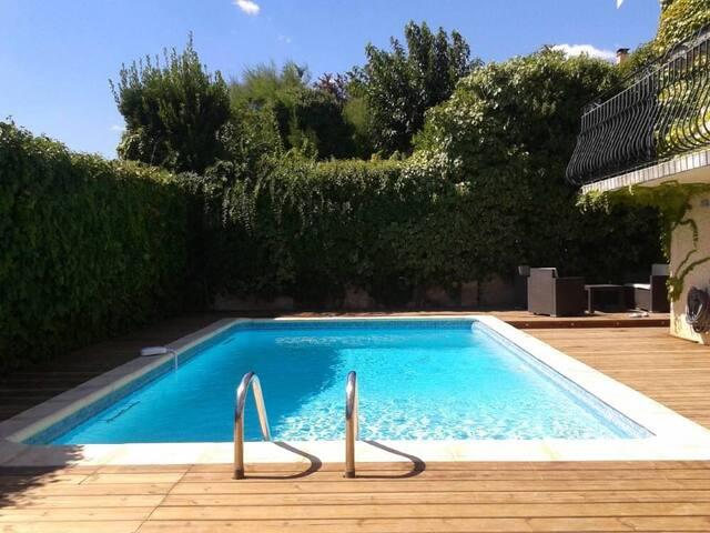 Villa avec piscine au calme contiguë à Montpellier