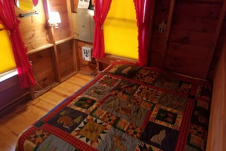 Rustic & Cozy Cabin – on beautiful Salmon Lake - Oakland - Zomerhuis/Cottage