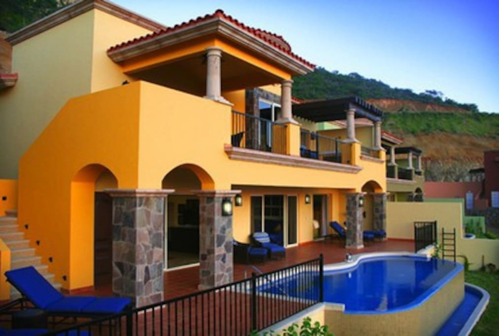 We have villas available in different colors (not confirmed until check in)