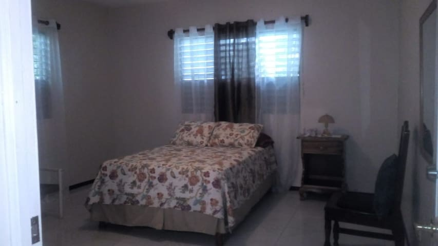Valrosa Guest House