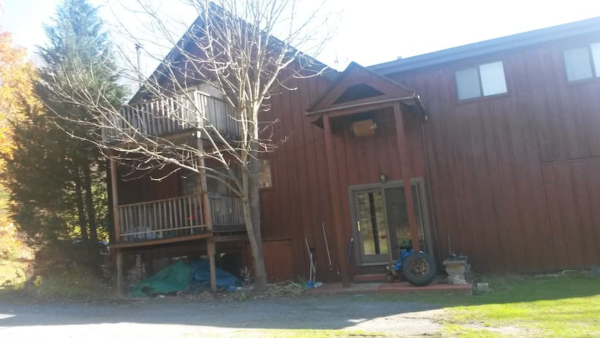 Large quiet country home. - Hillsdale - House