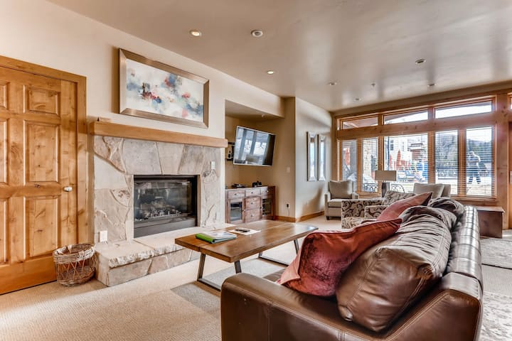 Ski-in/ski-out home w/ high-speed WiFi, fireplace & shared pool/hot tubs/laundry