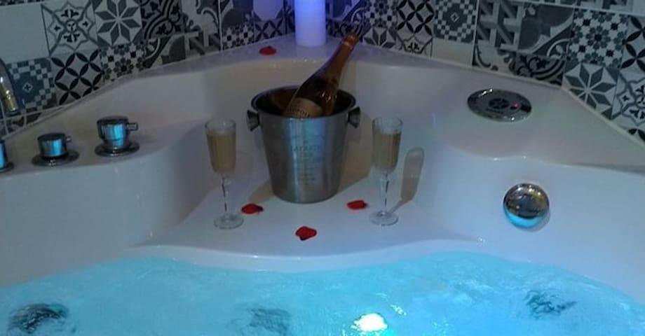 Nuit romantique, cocon de 110 m² avec Jacuzzi.