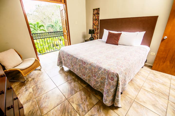 King Master Suite with Private Bathroom and Walking Closet
