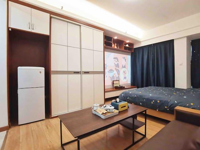 电冰箱、储物柜、床位、沙发➕功夫茶具