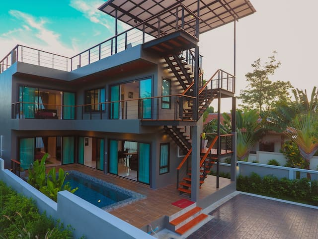 Boutique villa, full seaview rooftop, Naiharn